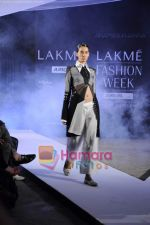 on day 1 Lakme Fashion Week for designer Anamika Khanna in Tote on 10th March 2011 (104).JPG