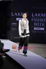 on day 1 Lakme Fashion Week for designer Anamika Khanna in Tote on 10th March 2011 (108).JPG