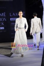 on day 1 Lakme Fashion Week for designer Anamika Khanna in Tote on 10th March 2011 (112).JPG