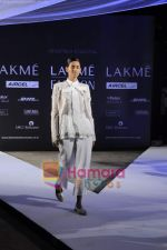 on day 1 Lakme Fashion Week for designer Anamika Khanna in Tote on 10th March 2011 (114).JPG