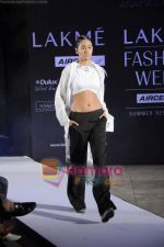 on day 1 Lakme Fashion Week for designer Anamika Khanna in Tote on 10th March 2011 (119).JPG