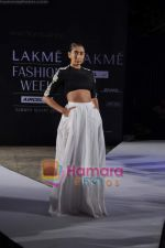 on day 1 Lakme Fashion Week for designer Anamika Khanna in Tote on 10th March 2011 (121).JPG