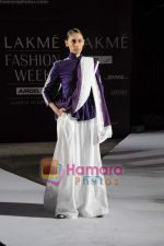 on day 1 Lakme Fashion Week for designer Anamika Khanna in Tote on 10th March 2011 (78).JPG