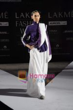 on day 1 Lakme Fashion Week for designer Anamika Khanna in Tote on 10th March 2011 (79).JPG