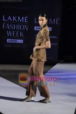 on day 1 Lakme Fashion Week for designer Anamika Khanna in Tote on 10th March 2011 (86).JPG