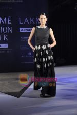 on day 1 Lakme Fashion Week for designer Anamika Khanna in Tote on 10th March 2011 (95).JPG