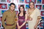 Kapil Sharma, Shikha Singh, Rahul Mahajan on the sets of Comedy Circus in Mohan Studios on 14th March 2011 (4).JPG