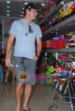 New Zealand criket team snapped shopping at Palladium with their kids n spouse on 19th March 2011 (44).JPG