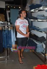 New Zealand criket team snapped shopping at Palladium with their kids n spouse on 19th March 2011 (70).JPG