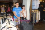 New Zealand criket team snapped shopping at Palladium with their kids n spouse on 19th March 2011 (78).JPG