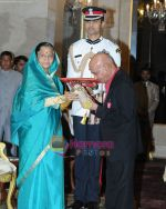 Khayyam awarded Padma Bhushan in Delhi.jpg