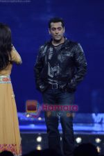 Salman Khan on the sets of Guinness World Records in R K Studios on 26th March 2011 (2).JPG