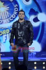 Salman Khan on the sets of Guinness World Records in R K Studios on 26th March 2011 (3).JPG