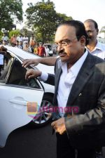 Chhagan Bhujbal leave for Mohali for cricket match on 30th March 2011 (3).JPG