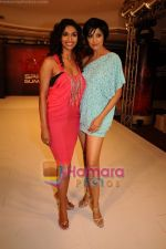 Sandhya Shetty, Jesse Randhawa walk for 109 F launch in Mayfair Rooms, Mumbai on 5th April 2011 (3).JPG
