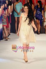 Sanjeeda Sheikh walk for 109 F launch in Mayfair Rooms, Mumbai on 5th April 2011 (3).JPG