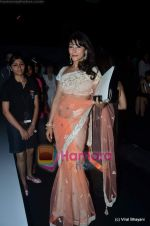 Koel Purie at Manish Malhotra show on Wills Lifestyle India Fashion Week 2011 - Day 3 in Delhi on 8th April 2011 (2).JPG