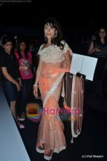 Koel Purie at Manish Malhotra show on Wills Lifestyle India Fashion Week 2011 - Day 3 in Delhi on 8th April 2011 (26).JPG