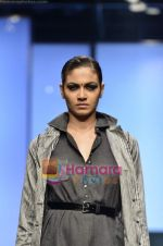 Model walks the ramp for Abraham and Thakore show on Wills Lifestyle India Fashion Week 2011-Day 4 in Delhi on 9th April 2011 (105).JPG