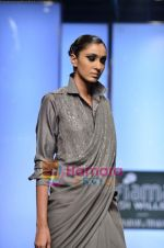 Model walks the ramp for Abraham and Thakore show on Wills Lifestyle India Fashion Week 2011-Day 4 in Delhi on 9th April 2011 (45).JPG