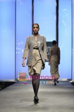 Model walks the ramp for Abraham and Thakore show on Wills Lifestyle India Fashion Week 2011-Day 4 in Delhi on 9th April 2011 (68).JPG
