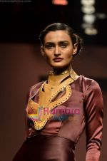 Model walks the ramp for Alpana and Neeraj show on Wills Lifestyle India Fashion Week 2011-Day 4 in Delhi on 9th April 2011 (36).JPG
