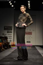 Model walks the ramp for Atsu show on Wills Lifestyle India Fashion Week 2011-Day 4 in Delhi on 9th April 2011 (8).JPG