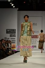 Model walks the ramp for Koga show on Wills Lifestyle India Fashion Week 2011-Day 4 in Delhi on 9th April 2011 (32).JPG