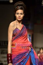 Model walks the ramp for Niki Mahajan show on Wills Lifestyle India Fashion Week 2011-Day 4 in Delhi on 9th April 2011 (107).JPG