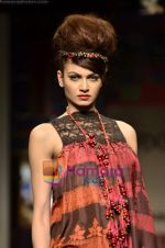 Model walks the ramp for Niki Mahajan show on Wills Lifestyle India Fashion Week 2011-Day 4 in Delhi on 9th April 2011 (114).JPG