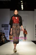 Model walks the ramp for Pero show on Wills Lifestyle India Fashion Week 2011 � Day 4 in Delhi on 9th April 2011 (43).JPG