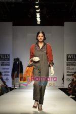 Model walks the ramp for Pero show on Wills Lifestyle India Fashion Week 2011 � Day 4 in Delhi on 9th April 2011 (45).JPG