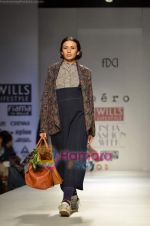 Model walks the ramp for Pero show on Wills Lifestyle India Fashion Week 2011-Day 4 in Delhi on 9th April 2011 (10).JPG