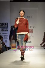 Model walks the ramp for Pero show on Wills Lifestyle India Fashion Week 2011-Day 4 in Delhi on 9th April 2011 (14).JPG