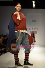 Model walks the ramp for Pero show on Wills Lifestyle India Fashion Week 2011-Day 4 in Delhi on 9th April 2011 (15).JPG