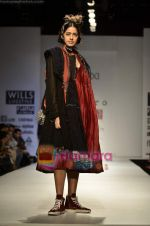 Model walks the ramp for Pero show on Wills Lifestyle India Fashion Week 2011-Day 4 in Delhi on 9th April 2011 (52).JPG