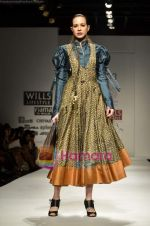 Model walks the ramp for virtues show on Wills Lifestyle India Fashion Week 2011-Day 4 in Delhi on 9th April 2011 (32).JPG