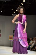 Mugdha Godse walks the ramp for Pallavi Jaipur show on Wills Lifestyle India Fashion Week 2011-Day 4 in Delhi on 9th April 2011 (17).JPG