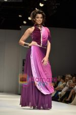 Mugdha Godse walks the ramp for Pallavi Jaipur show on Wills Lifestyle India Fashion Week 2011-Day 4 in Delhi on 9th April 2011 (18).JPG