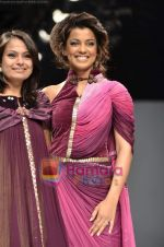 Mugdha Godse walks the ramp for Pallavi Jaipur show on Wills Lifestyle India Fashion Week 2011-Day 4 in Delhi on 9th April 2011 (4).JPG