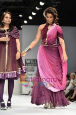 Mugdha Godse walks the ramp for Pallavi Jaipur show on Wills Lifestyle India Fashion Week 2011-Day 4 in Delhi on 9th April 2011 (7).JPG