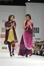 Mugdha Godse walks the ramp for Pallavi Jaipur show on Wills Lifestyle India Fashion Week 2011-Day 4 in Delhi on 9th April 2011 (9).JPG