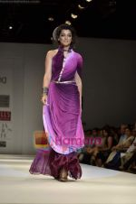 Mugdha Godse walks the ramp for Pallavi Jaipur show on Wills Lifestyle India Fashion Week 2011-Day 4 in Delhi on 9th April 2011.JPG