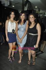 Munisha Khatwani at Gehna Jewellery 25th anniversary bash in Gehna, Bandra, Mumbai on 9th April 2011 (5).JPG