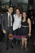 Munisha Khatwani, Rakhi Tandon at Gehna Jewellery 25th anniversary bash in Gehna, Bandra, Mumbai on 9th April 2011 (2).JPG