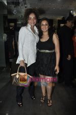Munisha Khatwani, Rakhi Tandon at Gehna Jewellery 25th anniversary bash in Gehna, Bandra, Mumbai on 9th April 2011 (39).JPG
