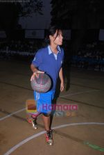 Neetu Chandra dabbles with Basket-Ball in Churchgate, Mumbai on 9th April 2011 (10).JPG