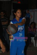Neetu Chandra dabbles with Basket-Ball in Churchgate, Mumbai on 9th April 2011 (7).JPG
