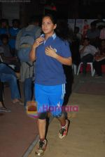 Neetu Chandra dabbles with Basket-Ball in Churchgate, Mumbai on 9th April 2011 (8).JPG