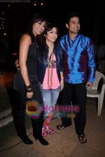 Rajeev Khandelwal, Soha Ali Khan, Mrinalini Sharma on the sets of Soundtrack in Bandra, Mumbai on 9th April 2011 (2).JPG
